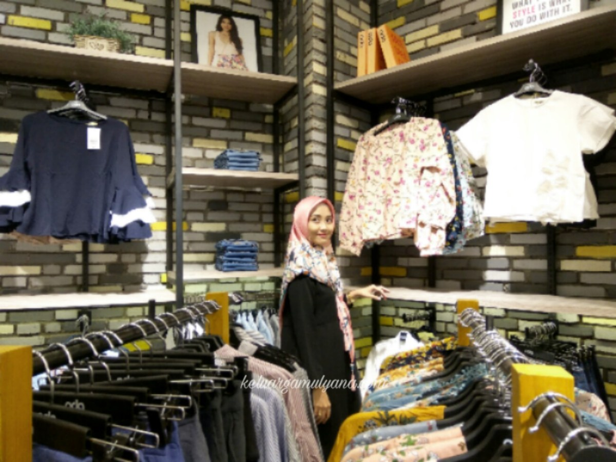 "Berburu Fashion di Ada Buti Store ""New Concept Fashion Retail"""